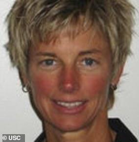 Donna Heinelは、USCのシニアアスレチックディレクターです。