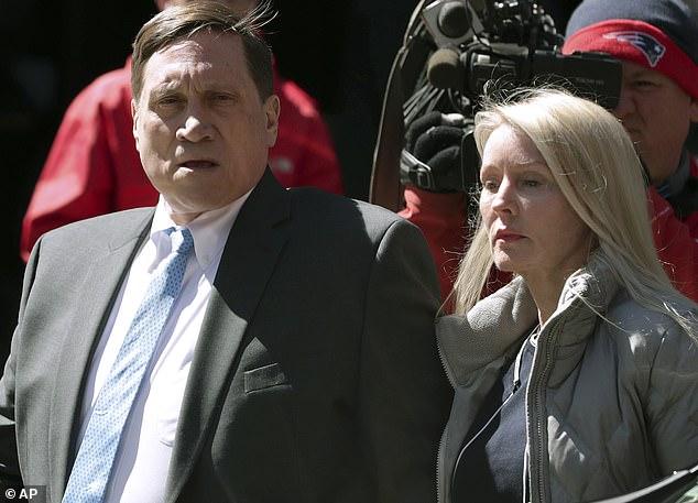 投資家ジョン・ウィルソンは水曜日にボストンの連邦裁判所に彼の妻レスリーと一緒に電信詐欺の容疑で訴訟を起こした。